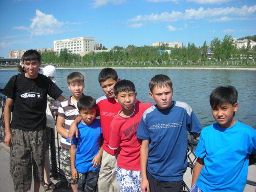 Дети на фоне Ишима