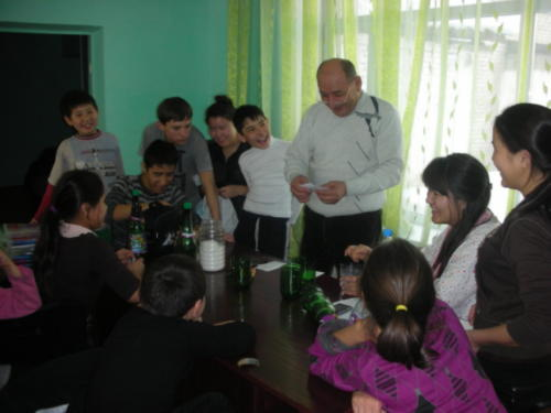 Уалихан Ескмаханович очень хорошо находит язык с детьми.
