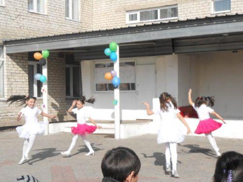 Танцуют наши воспитаницы