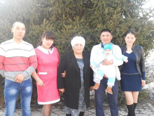 Выпускницы с мужьями и детьми