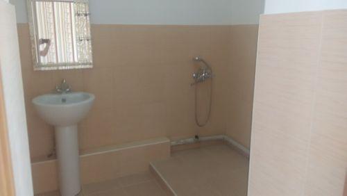 Ванная комната в блоке девочек после ремонта